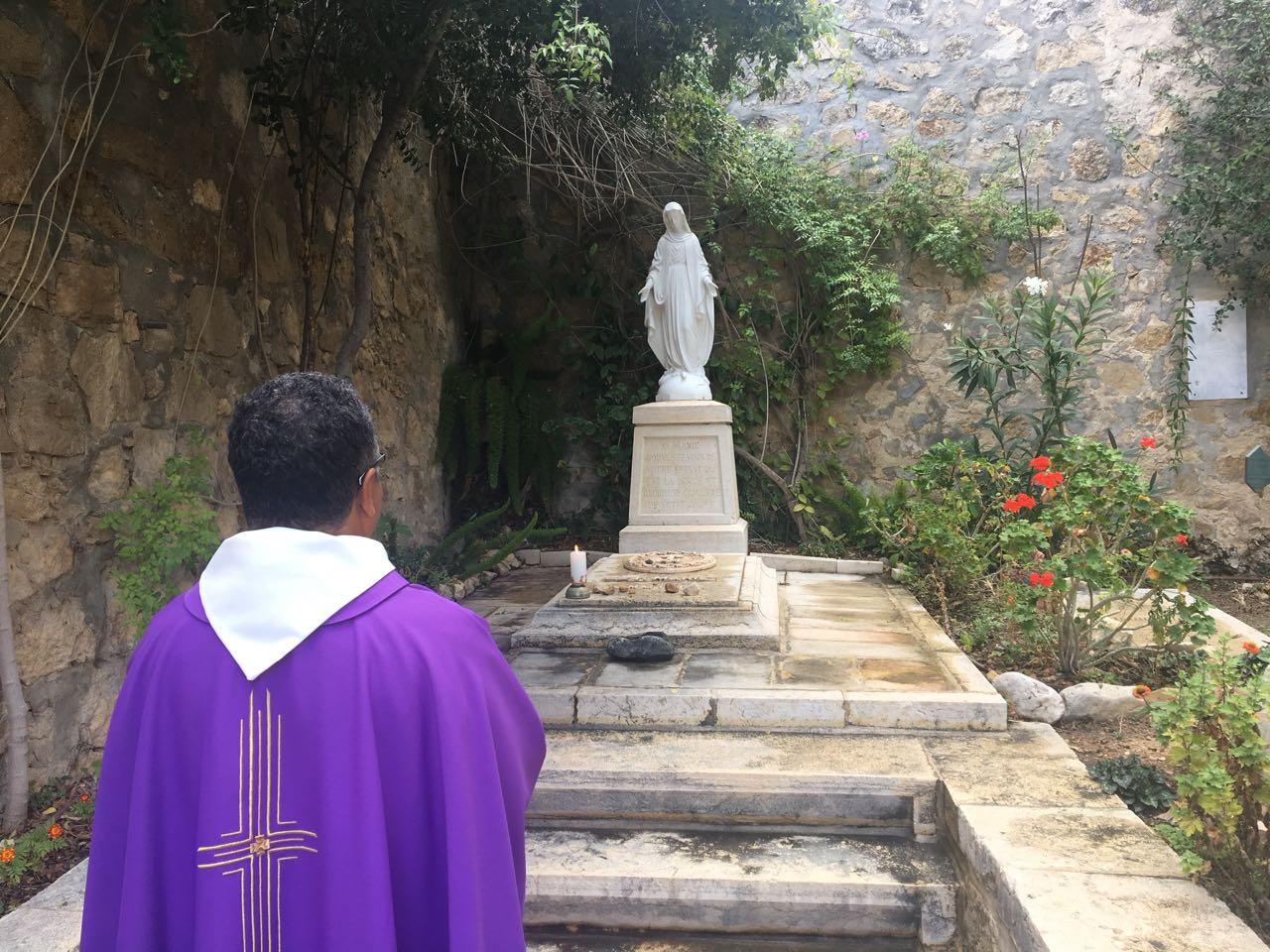 EK celebrates All Faithful Departed at Fr. Alphonse's tomb.